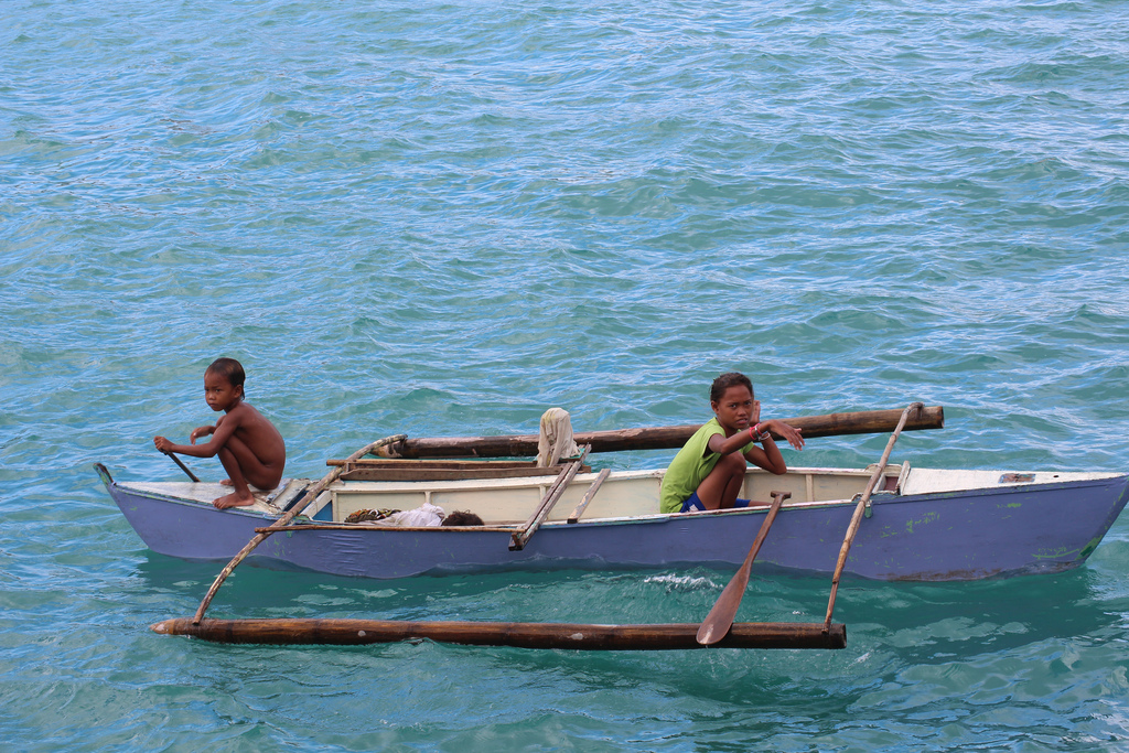 Children begging in the harbour at Tagbilaran City,Bohol,Philippines-Photo by Matt Wilkie